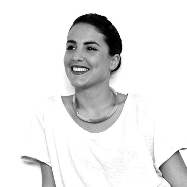 María JL Hierro